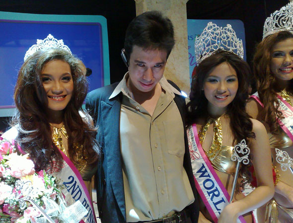 Fine Filipinas author Mike Abundo with Miss Bikini Philippines 2009 winners.